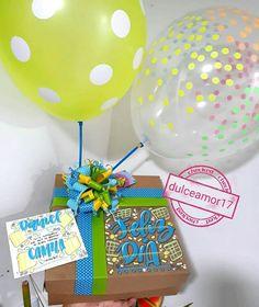 Hermosos y deliciosos desayunos, meriendas y anchetas sorpresa personalizadas! Personalizamos tus tarjetas, carteleras y afiches del… Pink Candy, Ideas Para, Diy And Crafts, Balloons, Wraps, Gift Wrapping, Baby Shower, Lettering, Cool Stuff