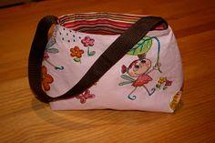 Schnittmuster am Ende des Posts! Hallo, schon seit längerem habe ich vor eine kleine schicke Tasche für Kinder zu n...