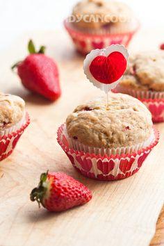 Bánh muffins dâu tây và chuối thơm ngon