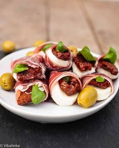 Prosciutto Caprese Parcels   If you're into uncooked, dry-cured ham than this is the finger food of your dreams. #diyready www.diyready.com