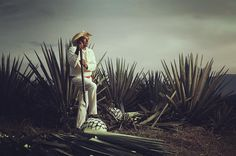 #photo #RobertoGamino #advertasing #comercial #jimador #mezcal #agave #tequila #tonaya #Jalisco #tonayan #campaign #licor by robertogamino March 23 2016 at 12:08AM