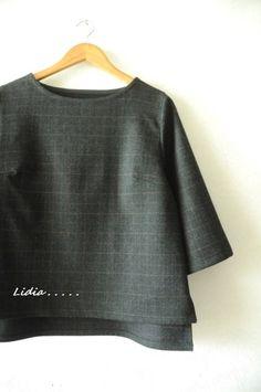 쉬크하고 따스한 블라우스를 만들었어요. 심플한 라인이라 입으면 가녀려집니다. 목폴라 위에 입어도 셔츠 ...