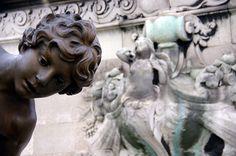 pont Alexandre III sculpture bronze Enfant au Crabe par Léopold Morice