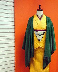 「デザインを楽しむ」 #大塚呉服店 #otsukagofukuten #神戸 #kobe #着物 #kimono #fashion #yellow #無地 #デニム着物 #green #mino #ドット #水玉 #花柄 #さく研究所 #おでかけ #コーディネート #冬 #あったか色 #instagood #ootd #japan Traditional Japanese Kimono, Yukata Kimono, Japanese Outfits, Rising Sun, Swords, Traditional Outfits, Duster Coat, Feminine, Textiles