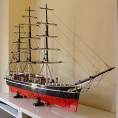 Lego: replica of the infamous Scottish-built clipper ship, Cutty Sark. (More photos via.) The boat itself is awesome, I would love a Lego version at home! Legos, Lego Boat, Lego Sculptures, Amazing Lego Creations, Lego Ship, Lego Design, Lego Worlds, Lego Models, Lego Building