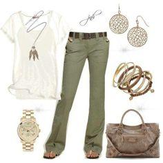 Pantalón verde y top blanco