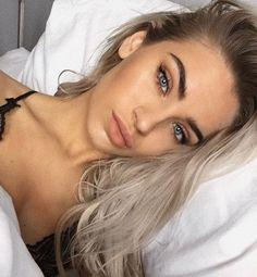 Gorgeous Makeup: Tips and Tricks With Eye Makeup and Eyeshadow – Makeup Design Ideas Beauty Make-up, Hair Beauty, Hair Inspo, Hair Inspiration, Dark Hair, Blonde Hair, Dark Eyebrows, Tumbrl Girls, Peinados Pin Up
