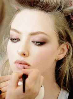 Amanda Seyfried Source eye makeup look Makeup Inspo, Makeup Inspiration, Makeup Tips, Hair Makeup, Makeup Ideas, Makeup Tutorials, Beauty Make Up, All Things Beauty, Hair Beauty