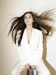 송윤아, White suit