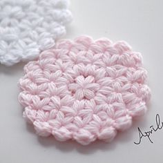 [<strong>도안</strong>] 꽃가득 티코스터 / <strong>자스민</strong>스티치 Crochet Home, Crochet Gifts, Cute Crochet, Knit Crochet, Crochet Triangle, Crochet Circles, Crochet Dollies, Crochet Flowers, Crochet Stitches