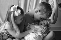 Newborn photos at hospital with siblings