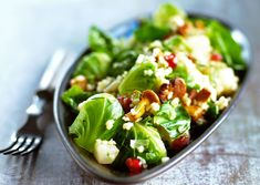 Lämmin ruuskaali-kantarellisalaatti   Reseptit   Anna.fi Cobb Salad, Anna, Vegan, Food, Bulgur, Essen, Meals, Vegans, Yemek