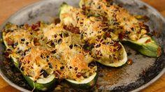 Une recette qui se sert aussi bien comme repas principal qu'en accompagnement… Olives, Mets, Sprouts, Zucchini, Vegetarian, Vegetables, Comme, Cooking, Bob