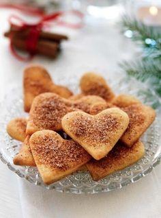 Zimtherzen-Zu Weihnachten gehört Nachwerk genauso wie Schneemänner oder Christbaumschmuck. Wie wäre es zur Abwechslung mal mit schwedischen Plätzchen, Süßigkeiten und Gebäck zum Fest?
