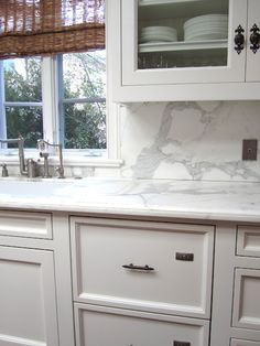 White/ marble kitchen.