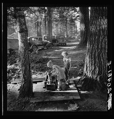 Oregon, Marion County, near West Stayton. Children in large private bean pickers camp. Pickers came from many states, from Oklahoma to North Dakota : Library of Congress