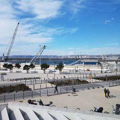 Au fond les 3 grues pas du tout-Paindavoine. #Marseille
