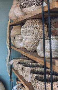 Baskets Safari Decorations, Interior Styling, Interior Design, Curtains With Blinds, Retail Shop, Vintage Bohemian, Baskets, Upholstery, Cushions