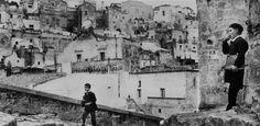 Sono state realizzate tra il 1958 e il 1980 le fotografie di Gianni Berengo Gardin dedicate a Matera, in mostra nell'ex Ospedale San Rocco della città