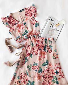 Good Fleur You Blush Pink Floral Print Two-Piece Maxi Dress floral two-piece dress set Spring Summer Fashion, Spring Outfits, Mode Rockabilly, Outfit Chic, Casual Outfits, Cute Outfits, Casual Shoes, Outfit Trends, Two Piece Dress