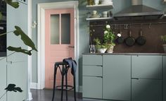 These are certainly not your ordinary kitchen colors, but this dusty pink and mint green fit perfectly with this place. I like how the green is combined with the brown stone backsplash and the pink door makes the room somehow … Continue reading → Kitchen Design Color, Kitchen Colors, Decor, Interior Design, Kitchen Interior, Home, Interior, Pink Kitchen, Home Decor