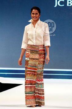 Filipiniana/wrap around skirt Batik Fashion, Ethnic Fashion, Barong Tagalog For Women, Philippines Dress, Modern Filipiniana Gown, Batik Mode, Filipino Fashion, Dressing, Traditional Dresses