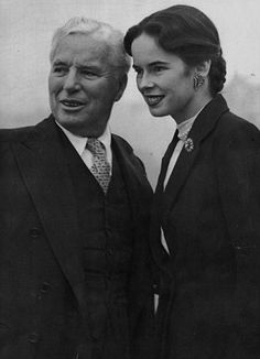 Charlie Chaplin & Oona O'Neill 30 years younger when married him, daughter of playwright Eugene O Neil Vevey, Charlie Chaplin, Silent Film Stars, Movie Stars, Classic Hollywood, Old Hollywood, Charles Spencer Chaplin, Photo Star, Famous Couples