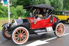 1912 Cartercar Model R Roadster - Cartercar was a U.S. make manufactured from 1905-1915. This car had a 4160cc 4 cylinder engine w/ single chain drive & a friction drive transmission. Byron Carter died in 1908 when the crank kicked back and hit him in the jaw, causing gangrene and eventual death. Byron's death prompted his good friend, Henry Leland of Cadillac, to develop the self-starter that was introduced in 1912.