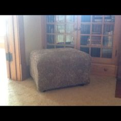 Recovered free Ottoman.