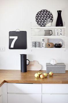 Lyst kjøkken med detaljer