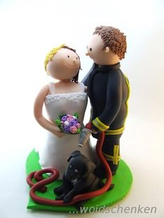 Tortenfigur Tortenfiguren Brautpaar Feuerwehrmann und Hund