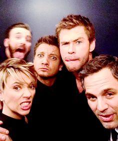 @JimmyKimmelLive: Backstage at #Kimmel. With @ChrisHemsworth @MarkRuffalo @ChrisEvans Scarlett Johansson and @Renner4Real #Avengers