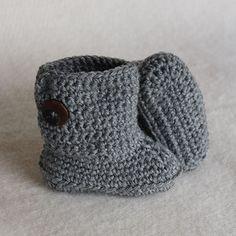 * Translate pattern - Svarta Fåret                        : Virkade boots stl 17-19