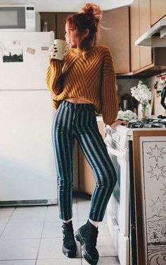 early morning ☕️ its still sweater weather and im so done with it uhh 🙄 Grunge Outfits, Casual Outfits, Cute Outfits, Rock Outfits, Trouser Outfits, Sweater Outfits, Big Sweater, Sweater Weather Outfits, Look Fashion