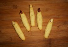 Τρομαχτικά κουλουράκια βουτύρου σαν δάχτυλα μάγισσας! Cheese Recipes, Cookies, Brunch, Banana, Fruit, Health, Food, Workout, Crochet