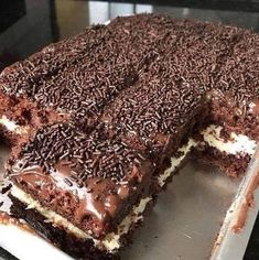 No Bake Chocolate Lasagna dessert recipe. This is the best dessert ever! Easy Soup Recipes, Sweet Recipes, Cake Recipes, Dessert Recipes, Cooking Recipes, Mini Desserts, Gluten Free Chocolate, Chocolate Recipes, Cake Chocolate