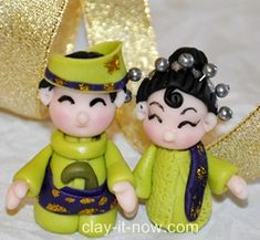 Malay wedding, bride and groom in Malay traditional outfit. Best for Malay wedding favor and cup cake topper