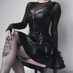 Top Gothic Fashion Tips To Keep You In Style. As trends change, and you age, be willing to alter your style so that you can always look your best. Consistently using good gothic fashion sense can help Gothic Outfits, Edgy Outfits, Mode Outfits, Grunge Outfits, Fashion Outfits, Womens Fashion, Fashion Tips, Fashion Clothes, Fashion Ideas