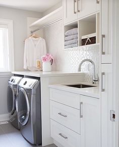 Would live a laundry room like this