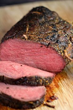 Cook a perfect sirloin tip roast with this recipe each and every time. Juicy, full of flavour and cooked to perfection, you can't go wrong with an herb crusted roast like this! tip Roast Beef Sirloin Tip Roast, Sirloin Tips, Roast Beef Recipes, Beef Tenderloin, Roast Brisket, Meat Cooking Times, Cooking Recipes, Cooking Pasta, Fondue Recipes