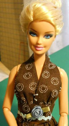 Free sewing patterns for dresses for Barbie, Tyler and Gene dolls Sewing Barbie Clothes, Knitting Dolls Clothes, Barbie Clothes Patterns, Doll Dress Patterns, Clothing Patterns, Shirt Patterns, Barbie Hair, Barbie Dress, Barbie Knitting Patterns