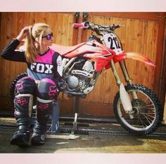 sometimes i really wish i could have made my dreams of motocross a reality. Motocross Love, Motocross Girls, Motocross Clothing, Motocross Gear, Vespa, Motard Sexy, Dirt Bike Gear, Dirt Biking, Bmw Autos