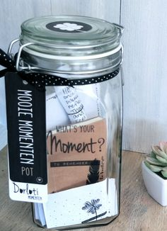 Waar kun je de Mooie Momenten Pot voor gebruiken? De Mooie Momenten Pot is een simpele, effectieve,visuele manier om jezelf dagelijks te herinneren aan al het goede van die dag;