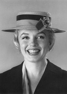 Marilyn Monroe ....Uploaded By www.1stand2ndtimearound.etsy.com.