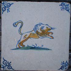 Antieke polychrome tegel met Leeuw  ( Zeldzaam )