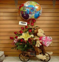 Regala arreglo floral en base de bicicleta, con globo y muñeco de peluche. Pregunta por precios!