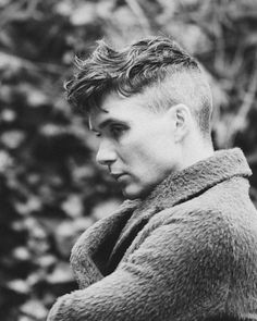 Cillian Murphy as Thomas Shelby Trendy Haircuts, Haircuts For Men, Funky Hairstyles, Formal Hairstyles, Wedding Hairstyles, Beautiful Blue Eyes, Beautiful One, Thomas Shelby Haircut, Peaky Blinder Haircut