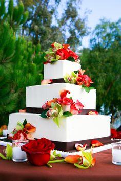 beautiful! #wedding #cake #roses