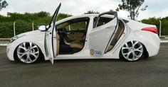 elantra-branco-rebaixado-suspensao-a-ar-e-rodas-aro-20-9-lateral | carros e motos | Pinterest
