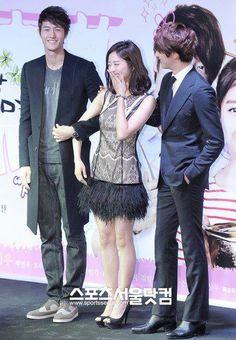 Lee Ki Woo with costars in Flower Boy Ramyun Shop Lee Ki Woo, Jung Il Woo, Chung Ah, Kdrama Actors, Flower Boys, It Cast, Korean, Singer, Japanese